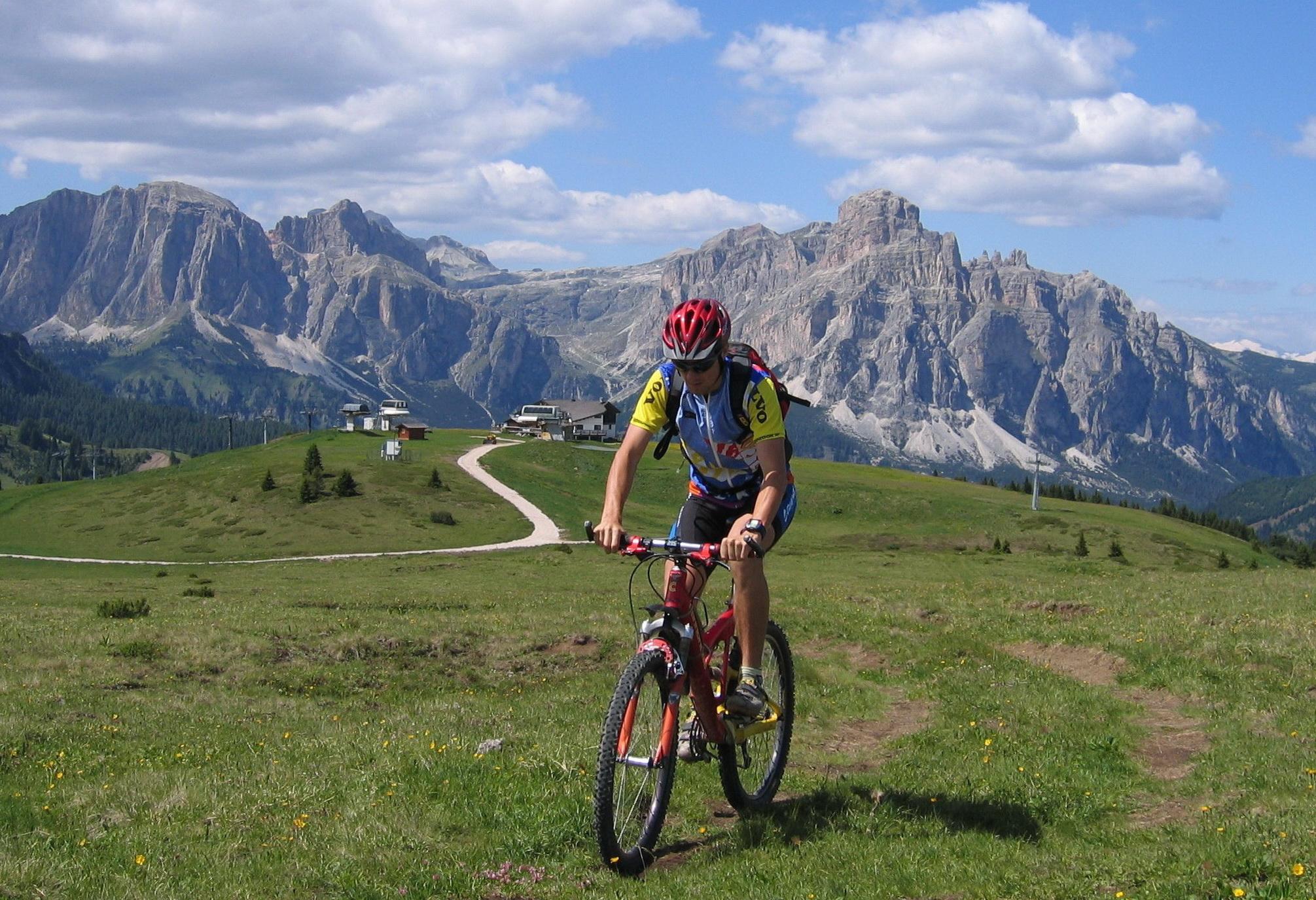 Dolomity,_Monte_Cherz_nad_Corvarou